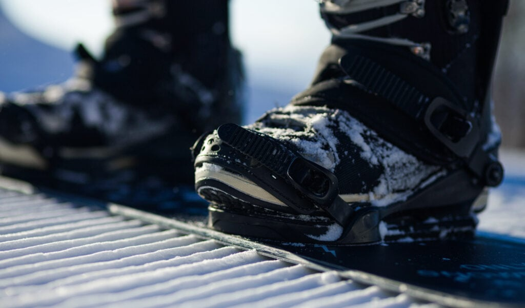 close-up of fast flow snowboard bindings and boots